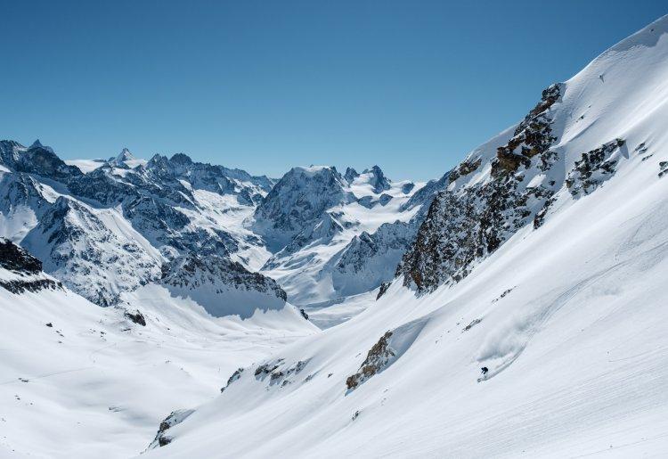 Les contrastes du printemps au Val d'Hérens