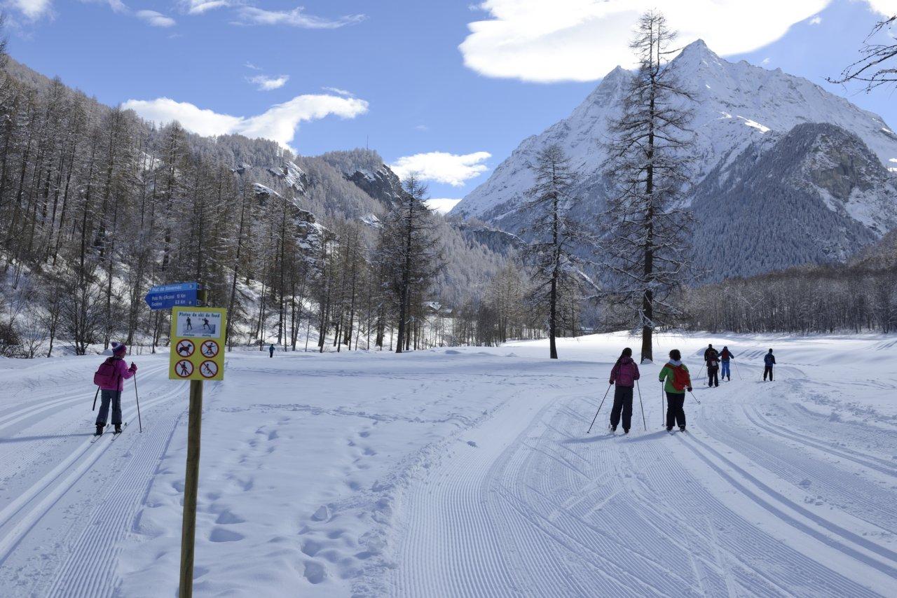 Piste de ski de fond nocturne aux Haudères