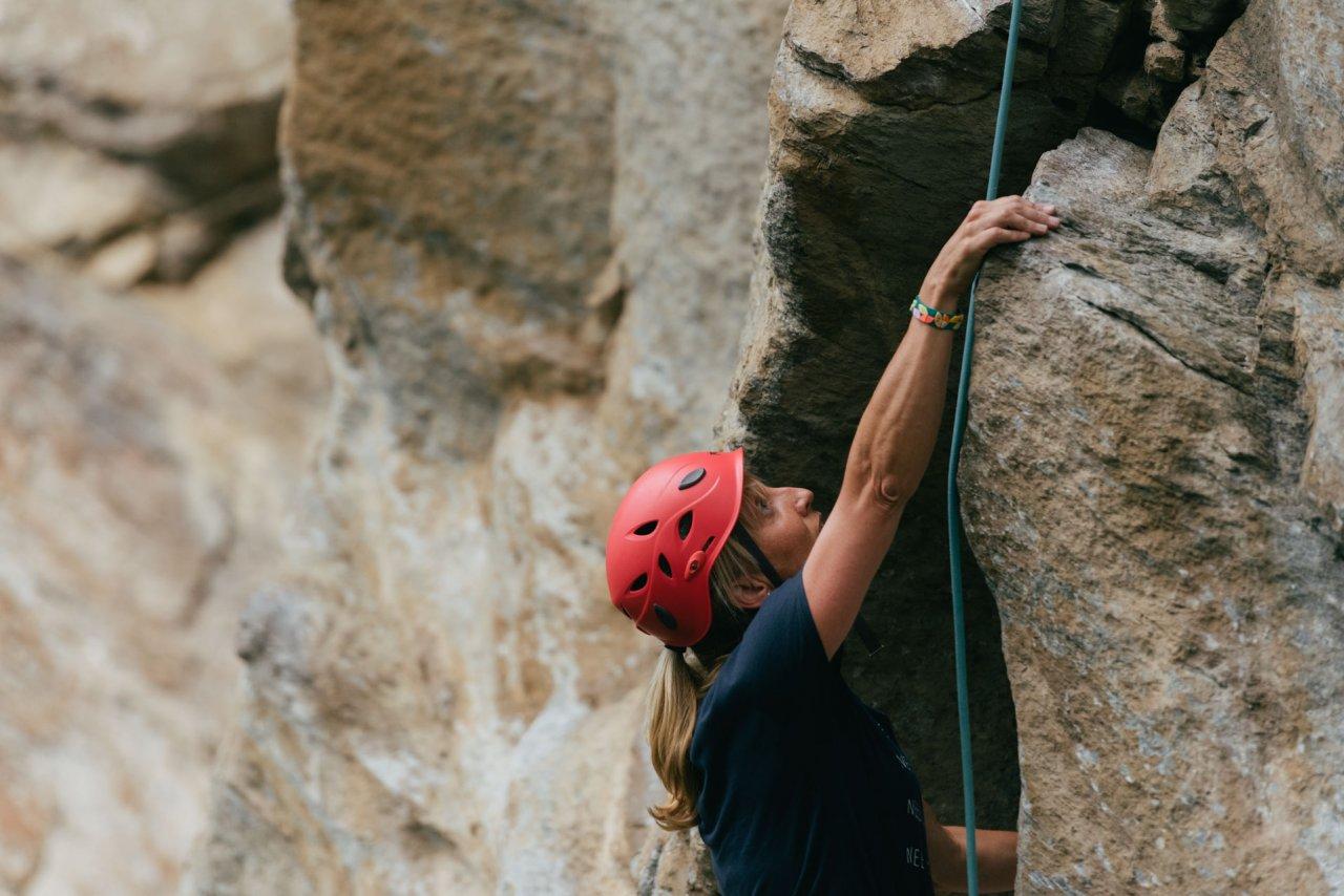 Klettern Sie die Felsen von Pramousse